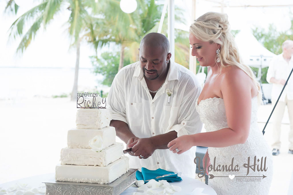 beach-wedding-cakes-112