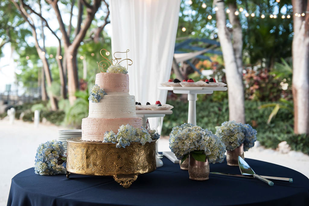 beach-wedding-cakes-115